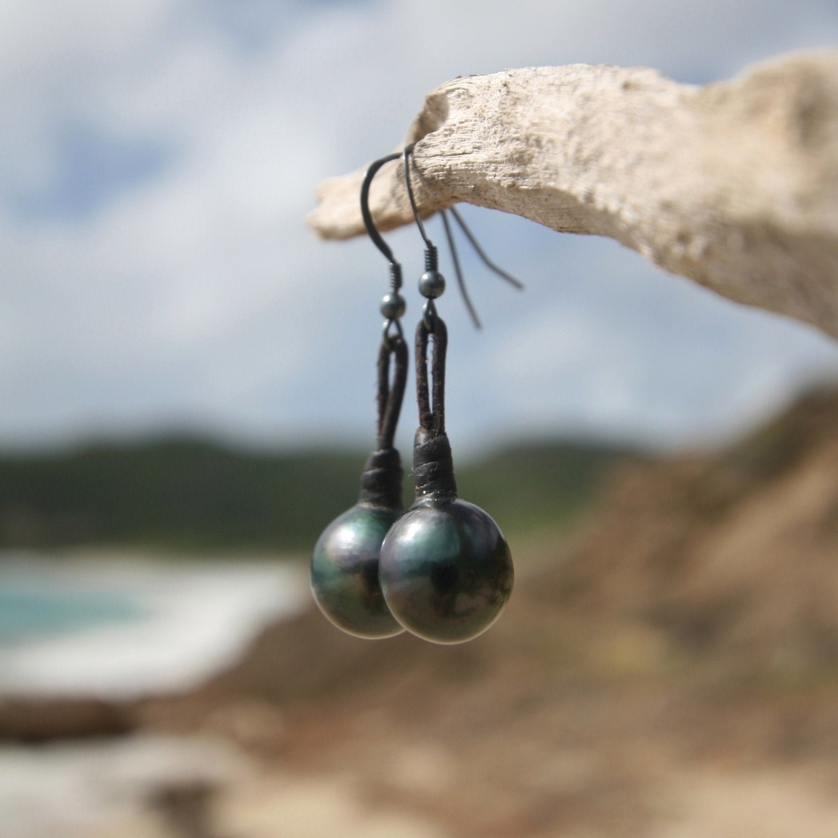 Black tahitian pearls earings on leather beach jewelery boho leather design endless summer st barts, cultured black pearls, bohemian.