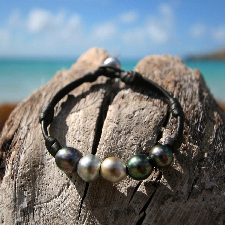 Bracelet of half-baroque Tahitian cultured multicolors pearls on leather. beach jewelry, bohemian, organic bracelet, st barth design gypsy.