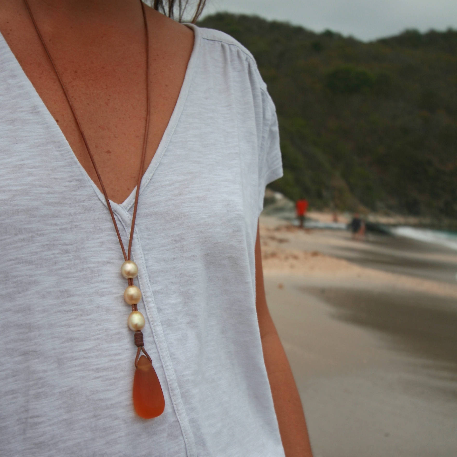St barth leather and pearls necklace