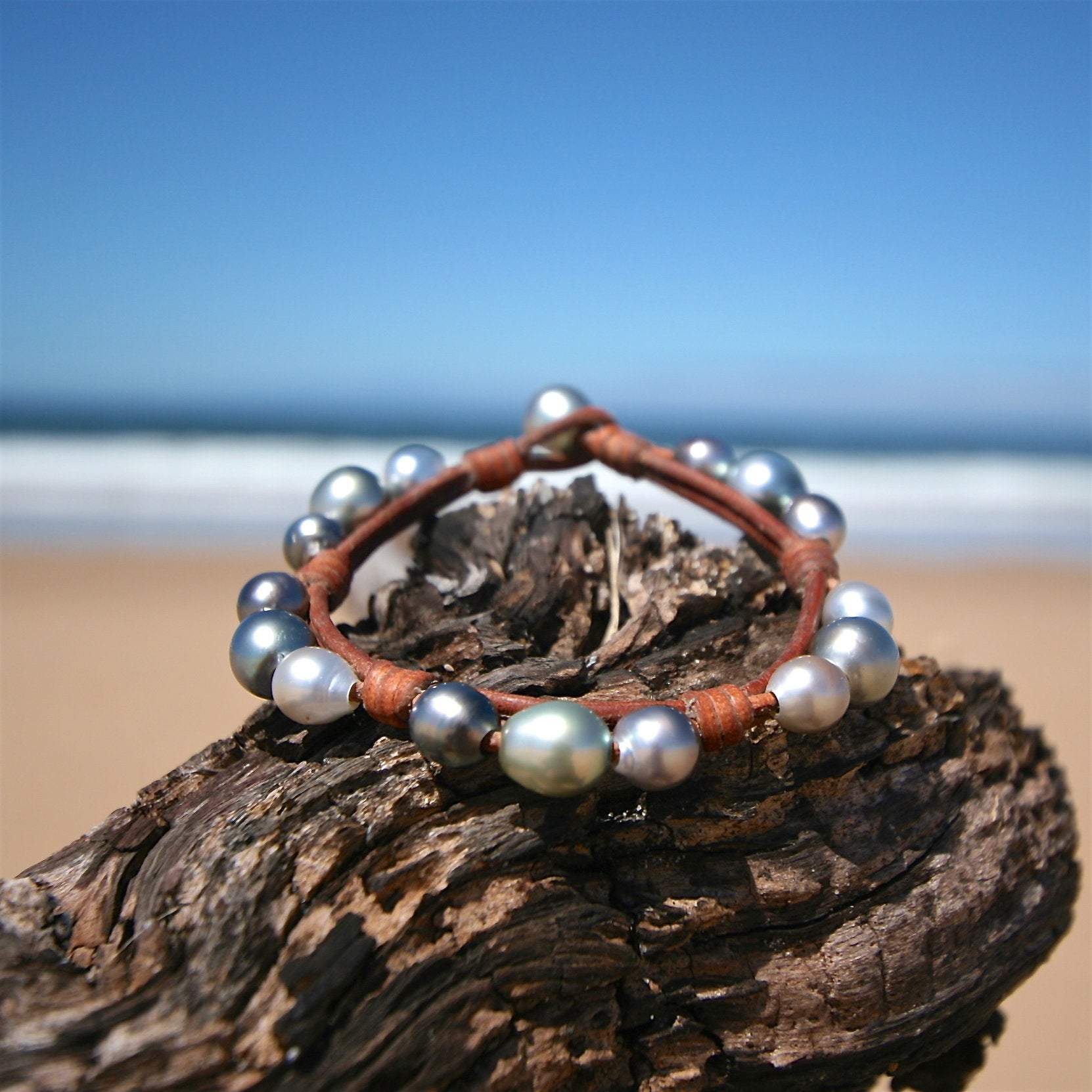 Cultured silver pearls bracelet, tahitian pearls knotted on leather, beach jewelry, boho chic, seaside mermaid st barth signature design