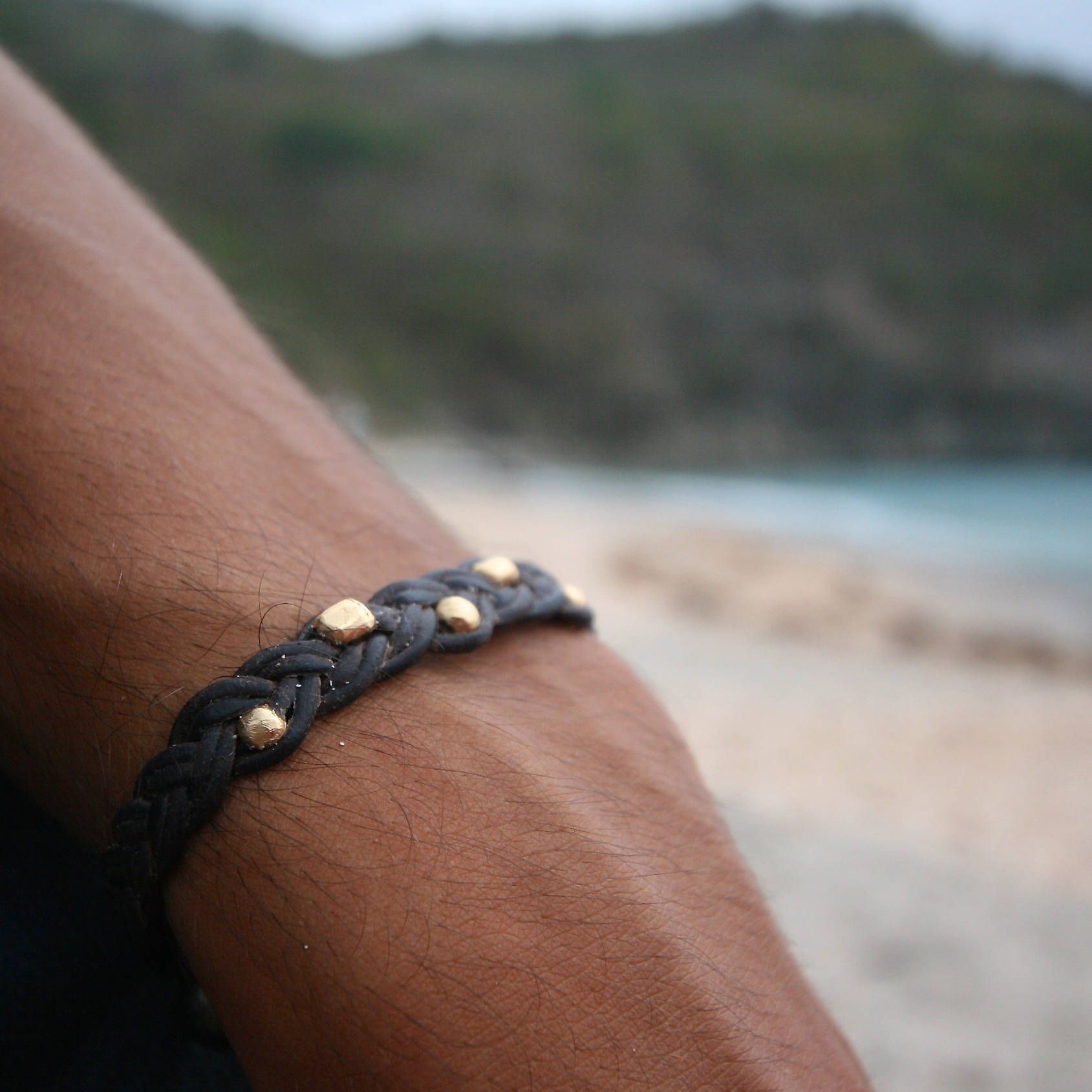 Handmade leather unisex bracelet strung with solid 18k gold beads and one Tahitian pearl, bohemian-chic inspiration, St Barth, beach jewelry