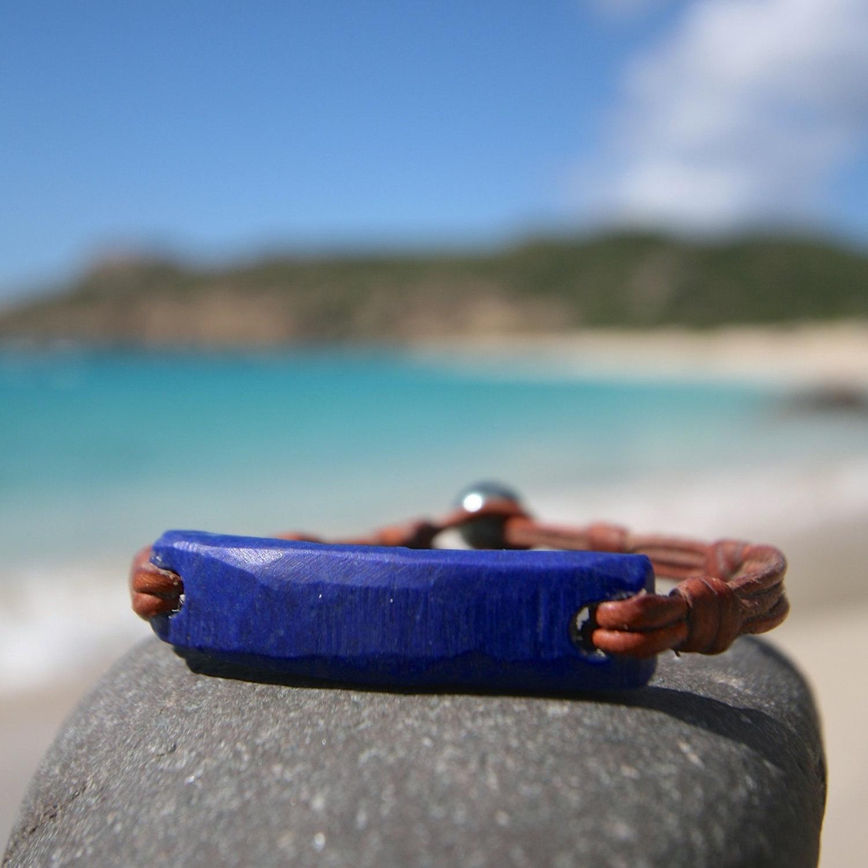LAPIS Lazuli intense bracelet with Tahitian pearl clasp on leather, black Tahitian pearl, bohochic & beach, St Barts, tresors de St Barth