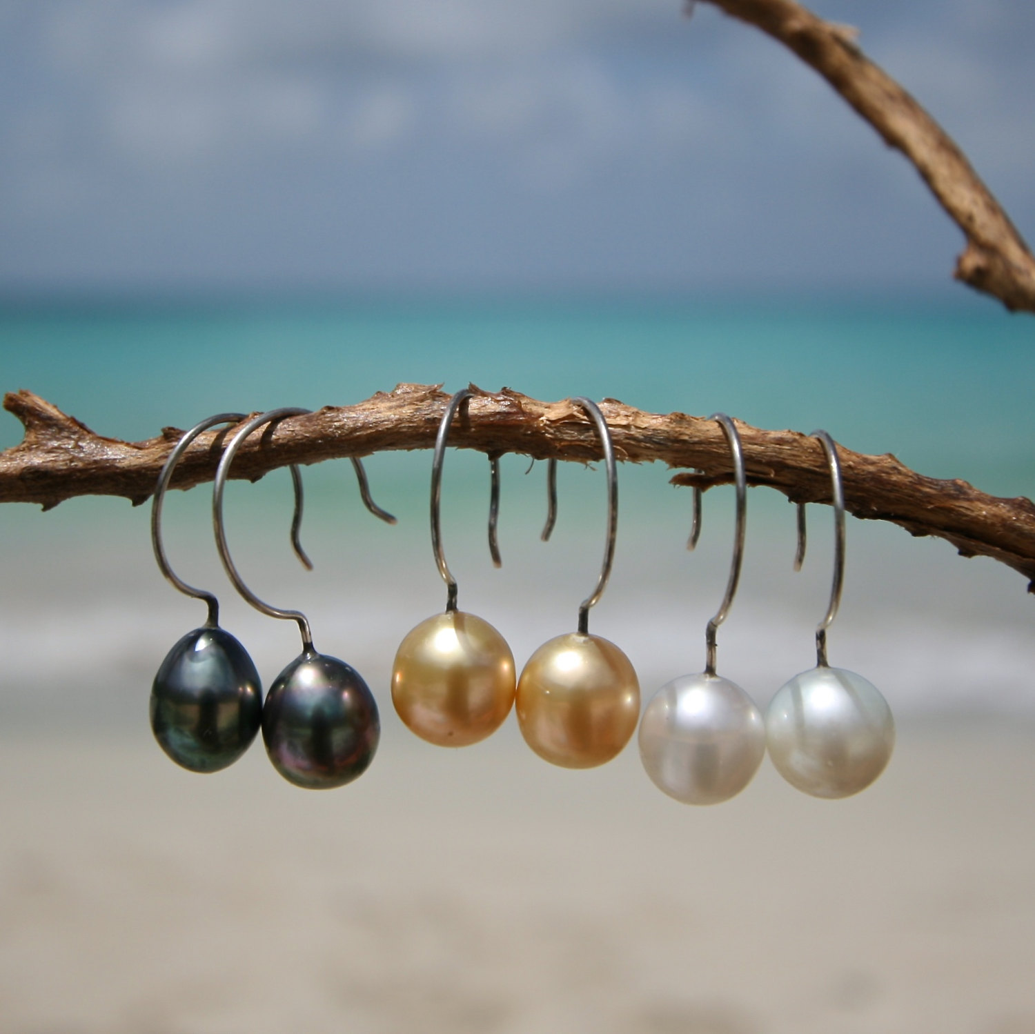 Modern pair of earings featuring Australian or Tahitian cultured pearls on silver, boho jewelry, beach jewelry, St Barth, leather jewelry