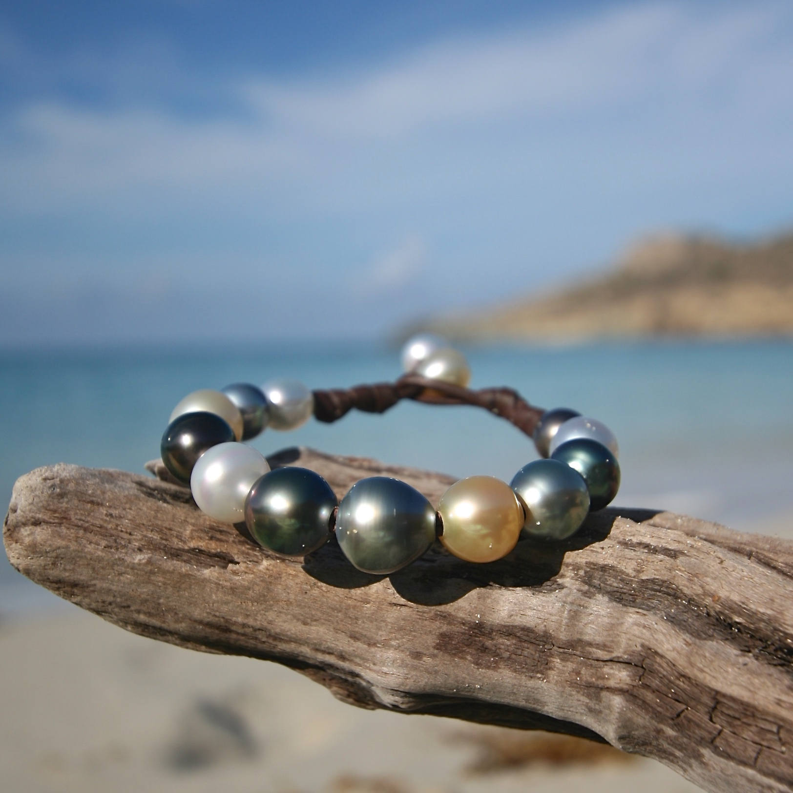 Multicolor gradient of fine cultured pearls bracelet strung on leather from St Barth island, Leather jewelry for woman, mermaid gift !