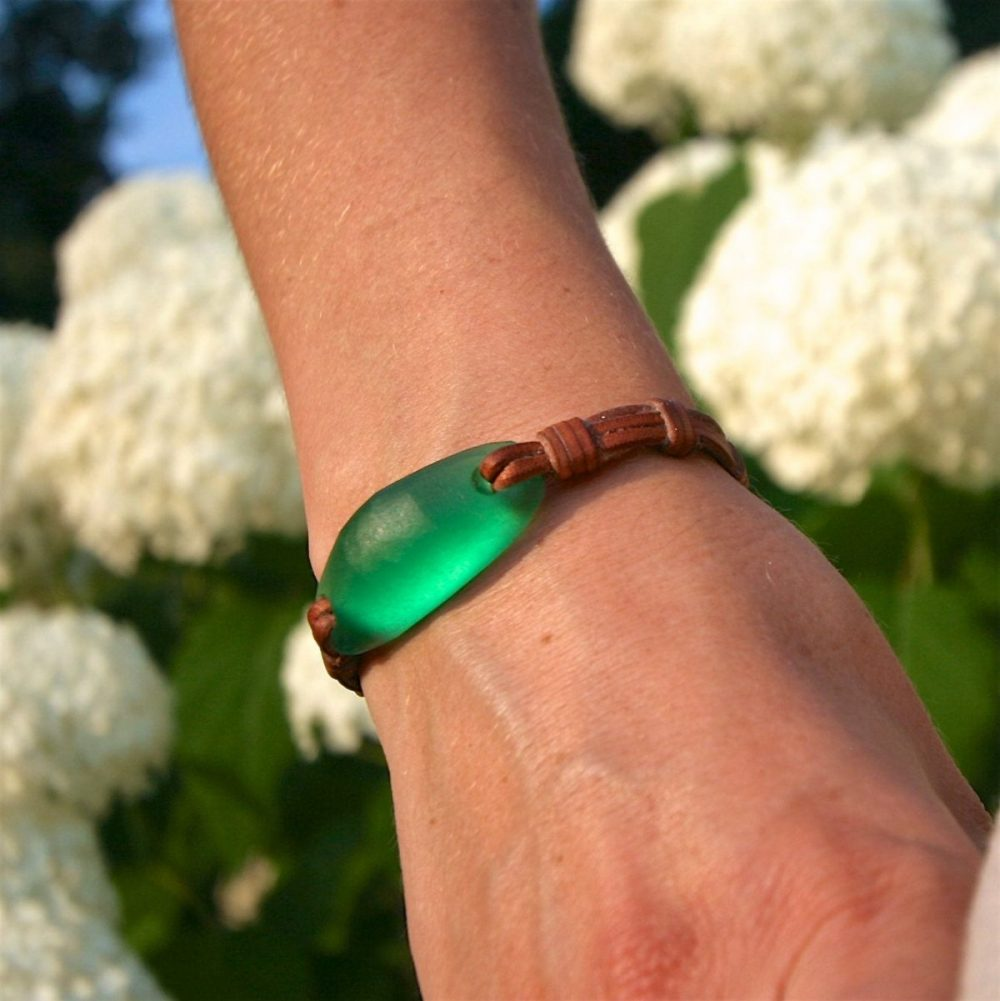 Sea glass leather bracelet sculpt by hand with matching clasp or a Tahitian pearl. St Barth summer jewelry. beach glass, one of a kind.