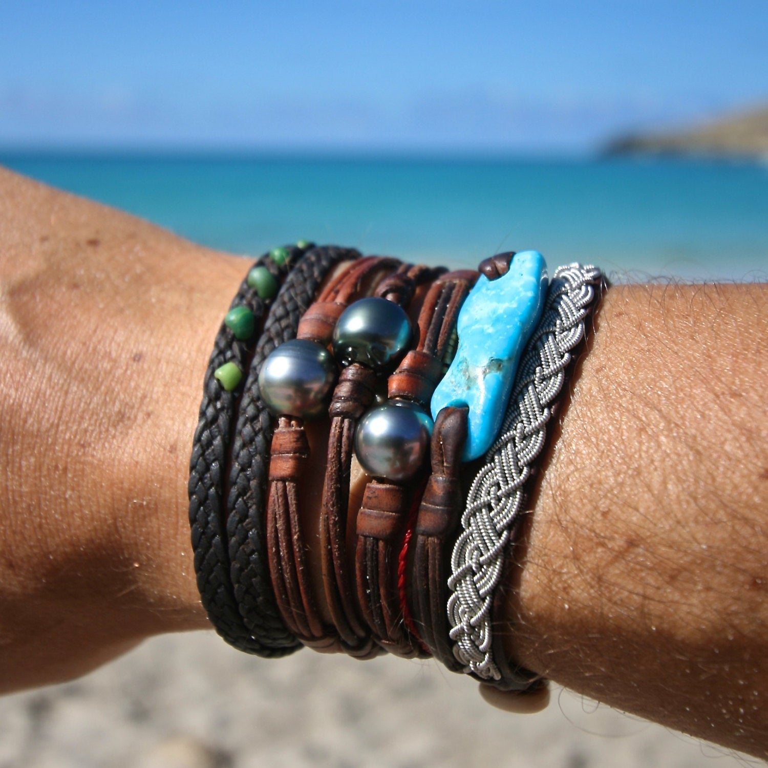 Single Tahitian pearl on leather, minimalist jewelry from St Barth, gypsea, St Barth island, boho and beach jewelry, bohemian style