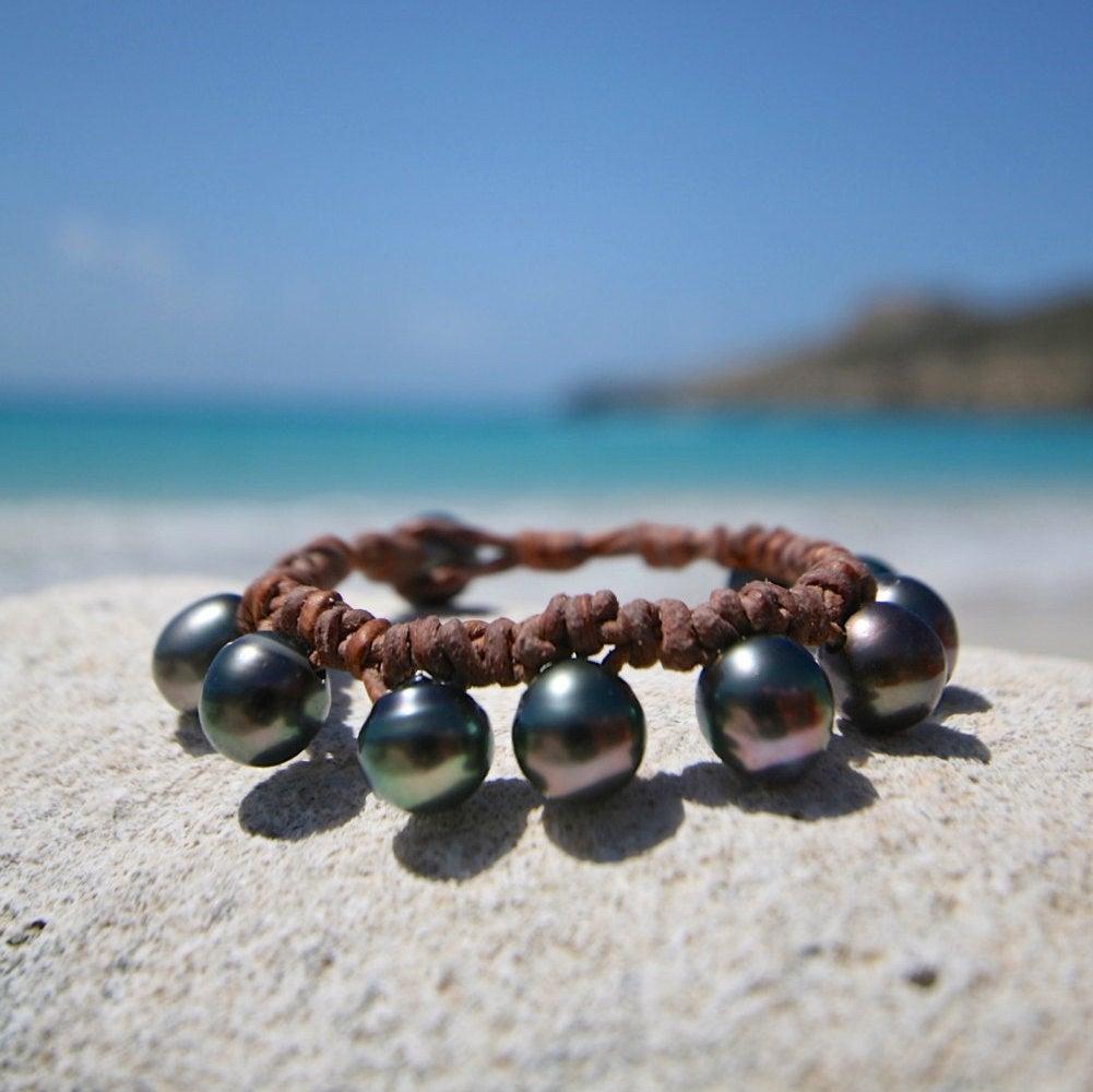 Stunning bohemian leathered Tahitian black pearls bracelet, cultured Tahitian pearls, beach jewelry, St Barth island design, boho, gypsea.