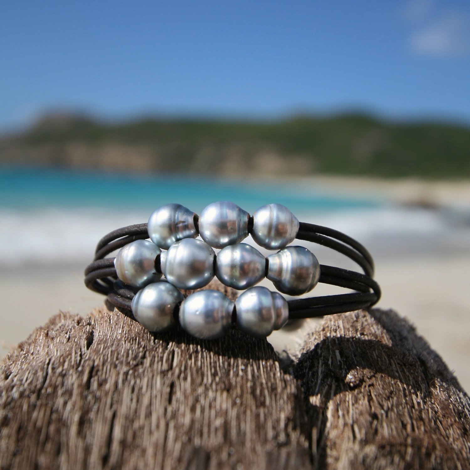 Triple wrap of 11 Tahitian pearls bracelet, cultured pearls, St barthelemy island design, black pearls, boho, beach jewelry, hippiechic,