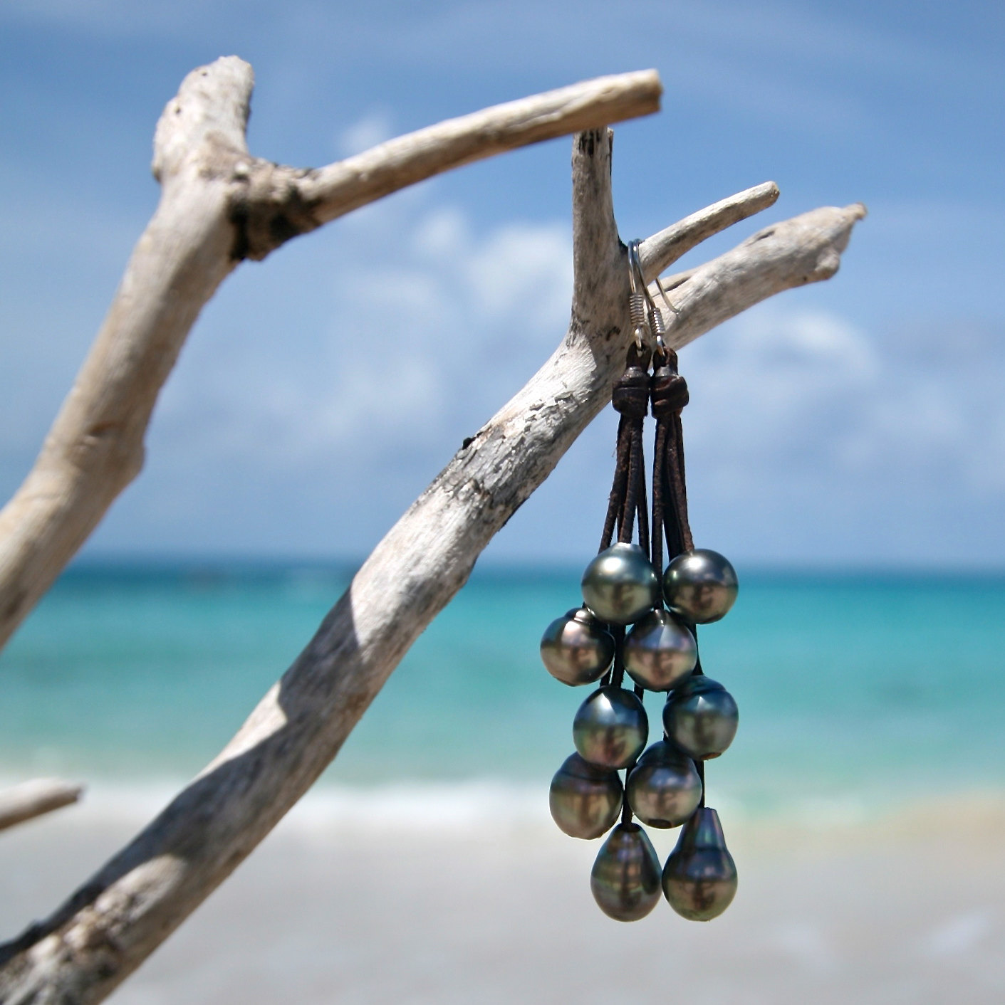 Waterfall earrings of shinny Tahitian colorful pearls, beach jewelry, Tahitian black pearls, cultured pearls, boho jewelry, gypsy.