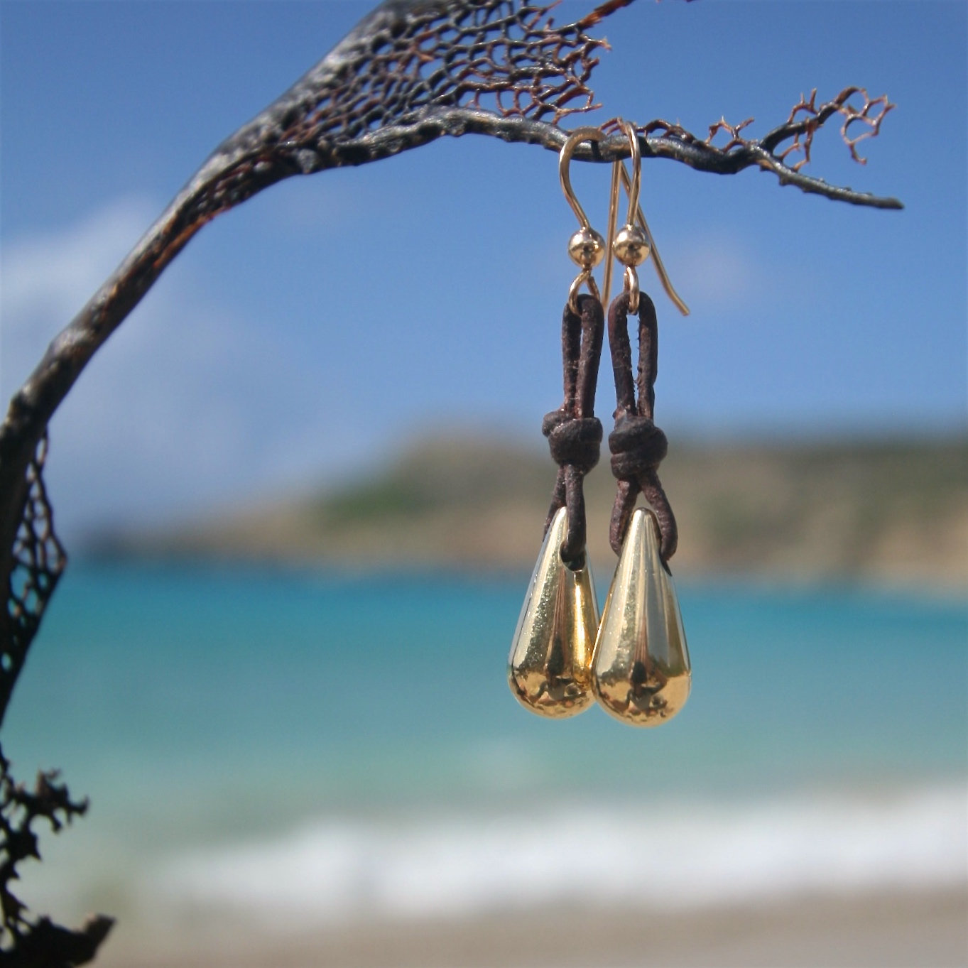 18k solid gold dangle drops earring strung on leather, pendant in gold, leather and small gold drops on leather, Saint Barthelemy, beach